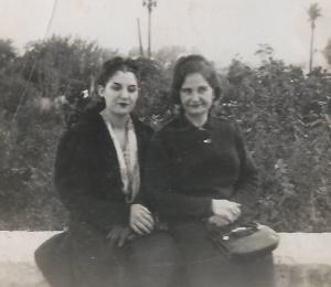 MAMA Y ABUELA EN EL MALECON